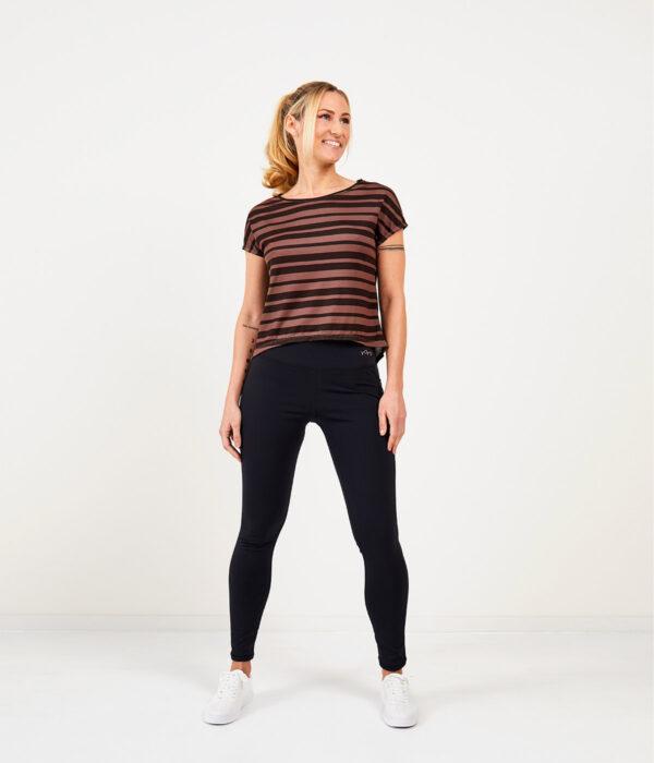 YOY'D_Yva-t-shirt-taupe-streep-losvallend-sportshirt-met-korte-mouwtjes