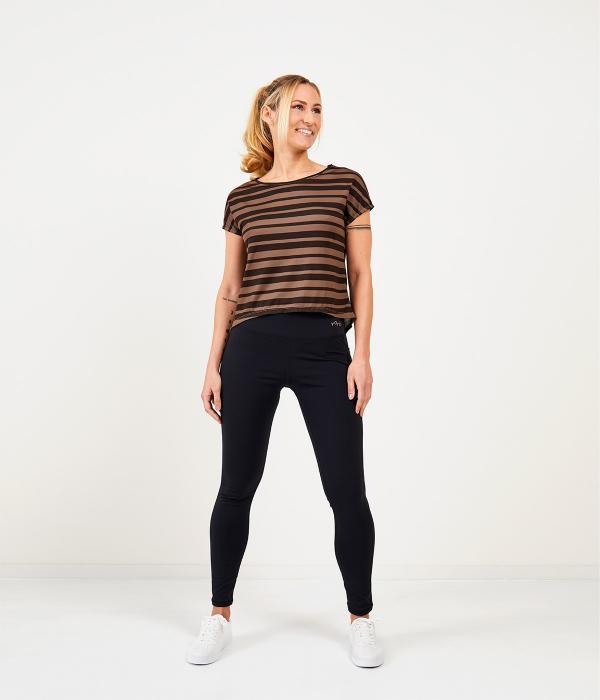 YOY'D_Yva-t-shirt-taupe-streepje-losvallend-sportshirt-met-korte-mouwtjes
