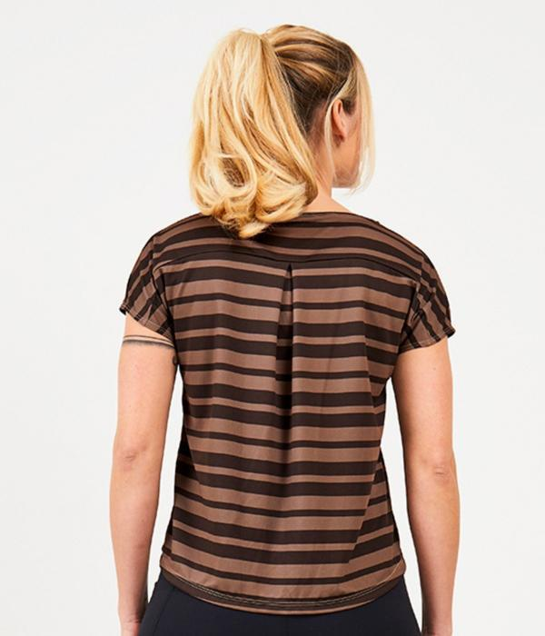 YOY'D_Yva-t-shirt-taupe-streepje-achterkant-losvallend-sportshirt-met-korte-mouwtjes