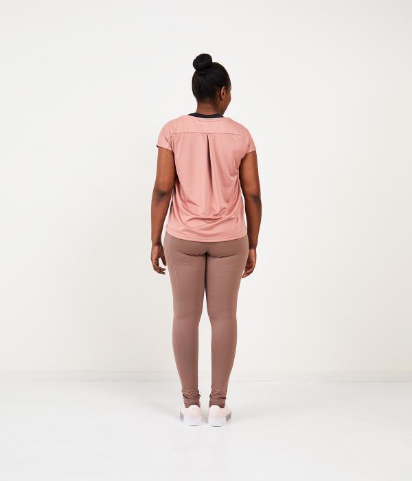 YOY'D_Yva-t-shirt-roze-achterkant-losvallend-sportshirt-met-korte-mouwtjes
