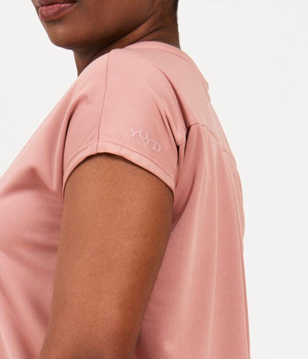YOY'D_Yva-t-shirt-roze-detail-print-mouw-losvallend-sportshirt-met-korte-mouwtjes