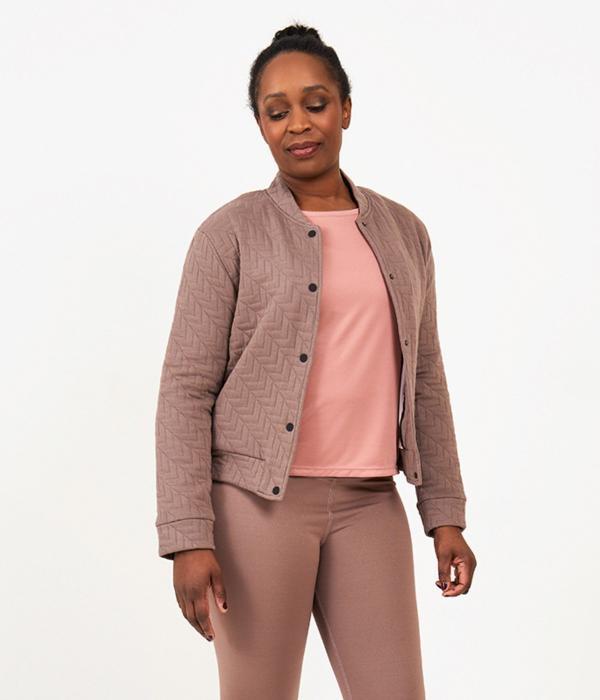 YOY'D_Yill-jacket-stoer-en-stijlvol-jasje-om-de-hele-dag-te-dragen