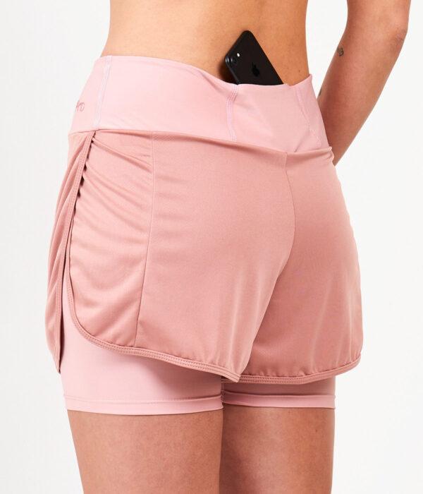 YOY'D_Yara-short-detail-zakje-vrouwelijk-sportbroekje-met-losvallende-overslag-om-in-te-stralen
