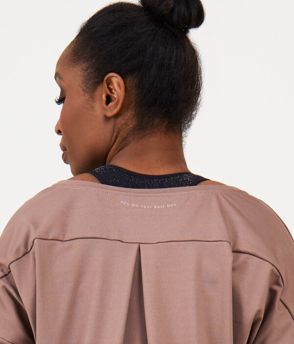 YOY'D_Yasi-long-sleeve-detail-nekprint-sportieve-v-hals-sweater-in-soepele-stof